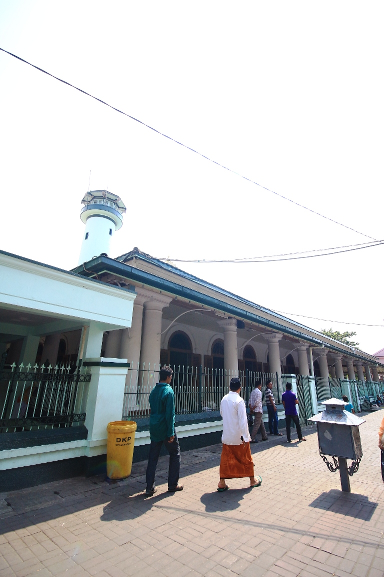 Surabaya Menyesap Energi Religi Kawasan Ampel Masjid Kota