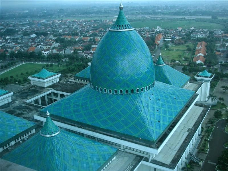 Stepping Al Akbar Mosque Surabaya Indonesia Welcoming World Masjid Nasional
