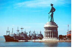 Jalan Jalansurabaya Surabaya Monumen Figur Perwira Angkatan Laut Ri Ketinggian