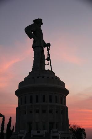 Jalesveva Jayamahe Foto Monumen Surabaya Kota