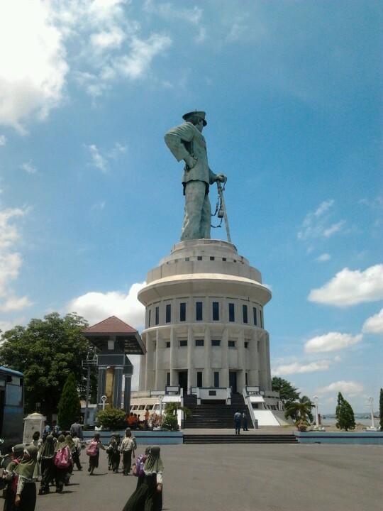 Jalesveva Jayamahe Monument Surabaya Monumen Kota