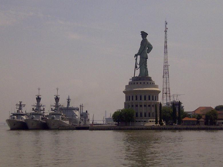 Monumen Jalasveva Jayamahe Surabaya Jalesveva Kota