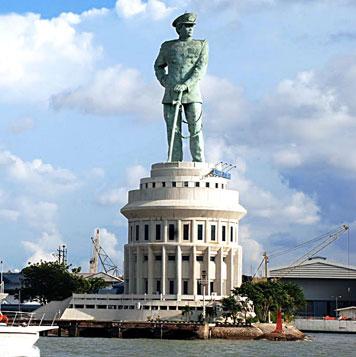 Monumen Jalesveva Jayamahe Hotel Gunawangsa Surabaya Monjaya Sebuah Terletak Kota