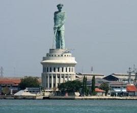 Monumen Jalesveva Jayamahe Lambang Kejayaan Laut Indonesia Kota Surabaya