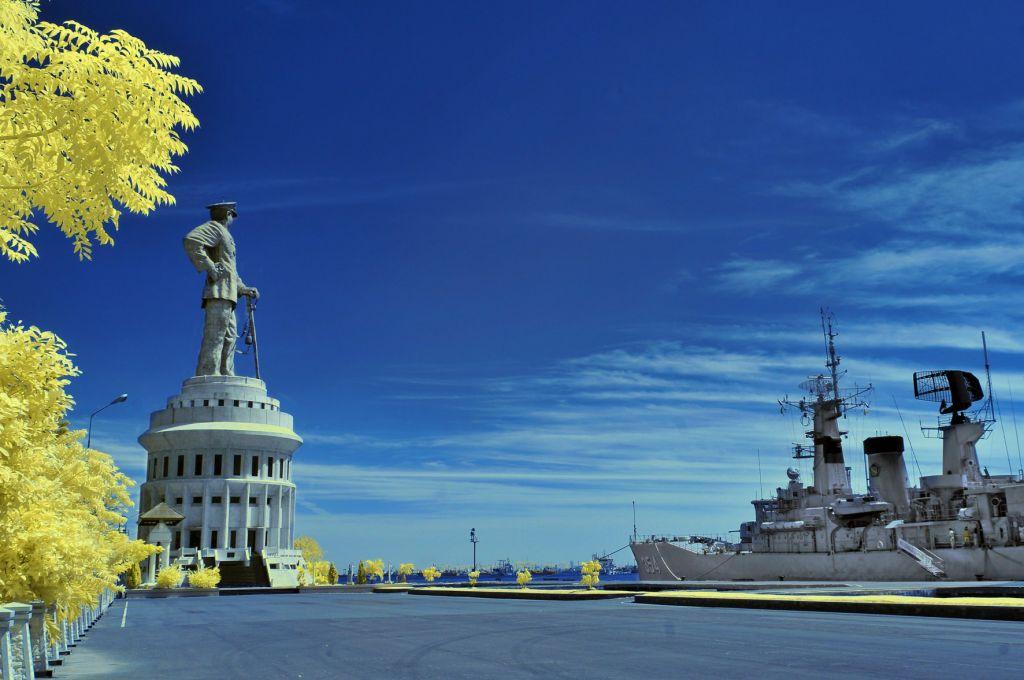 Monumen Jalesveva Jayamahe Lambang Kejayaan Laut Indonesia Wisata Jatim Kota