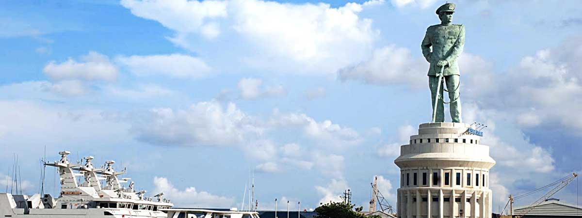 Monumen Jalesveva Jayamahe Sewa Mobil Surabaya Dbest Rentcar Kota