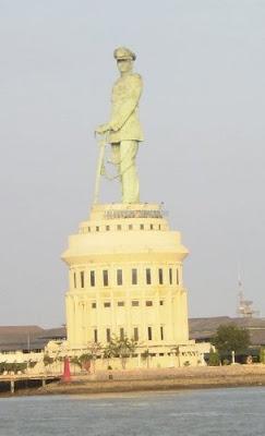 Tempat Bersejarah Kota Surabaya Monumen Jalesveva Jayamahe Lokasi Tanjung Perak