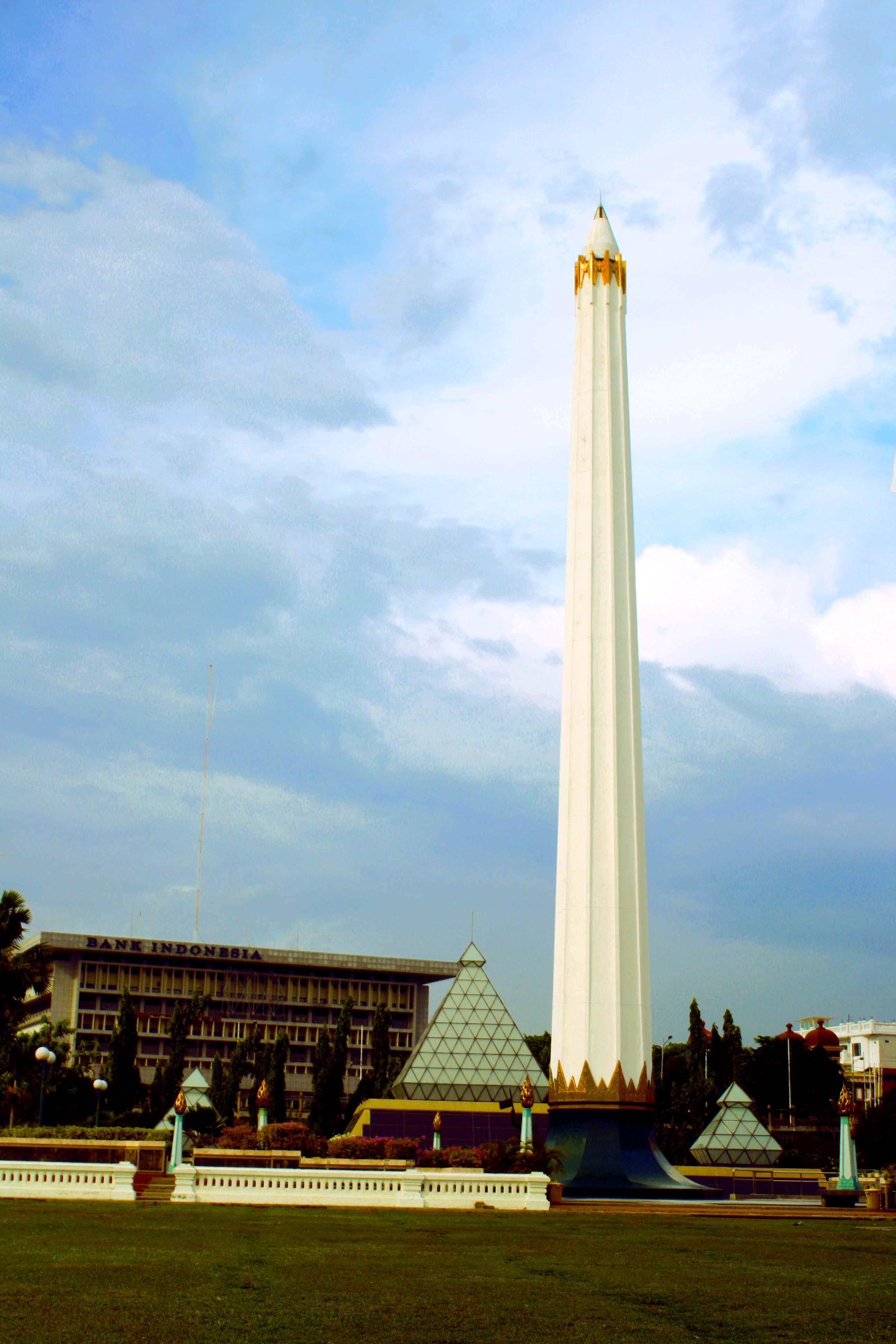 Tugu Pahlawan Simbol Kejayaan Surabaya Heritage Monumen Berada Tengah Kota