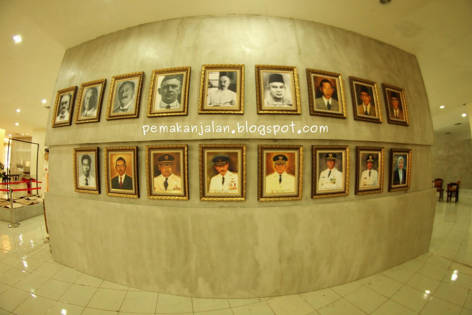 Alternatif Wisata Museum Surabaya Pemakan Jalan Deretan Foto Wali Kota