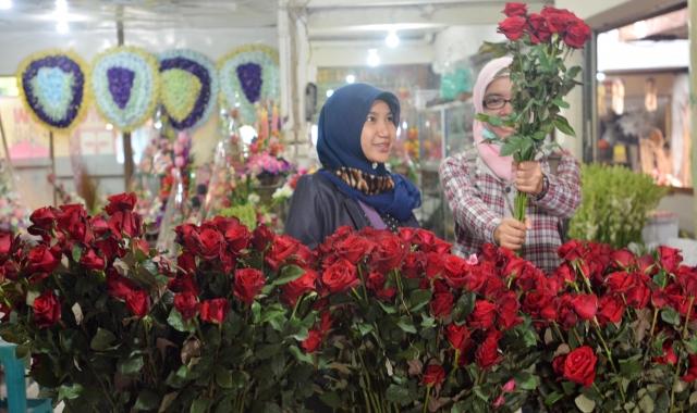 Berbagai Bunga Memikat Pasar Julajuli Toko Surabaya Luar Kayoon Meningkat