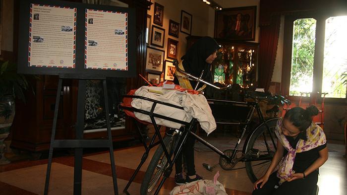 Memburu Surat Cinta Pertama House Sampoerna Surabaya Sepeda Pancal Tukang