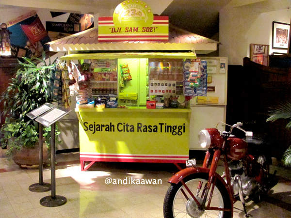 Penikmat Perjalanan Museum House Sampoerna Surabaya Ruangan Kedua Lebih Berisi