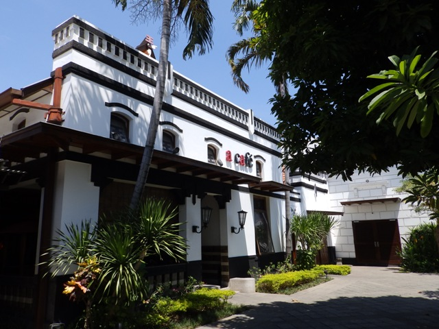 Surabaya Heritage Track House Sampoerna Ayo Pelesiran Disambut Penjaga Keamanan