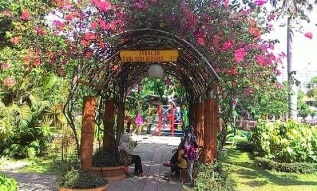 10 Foto Taman Prestasi Surabaya Alamat Lokasi Jam Buka Malam