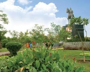 15 Tempat Wisata Surabaya Terkenal Hotel Selanjutnya Taman Mayangkara Terletak