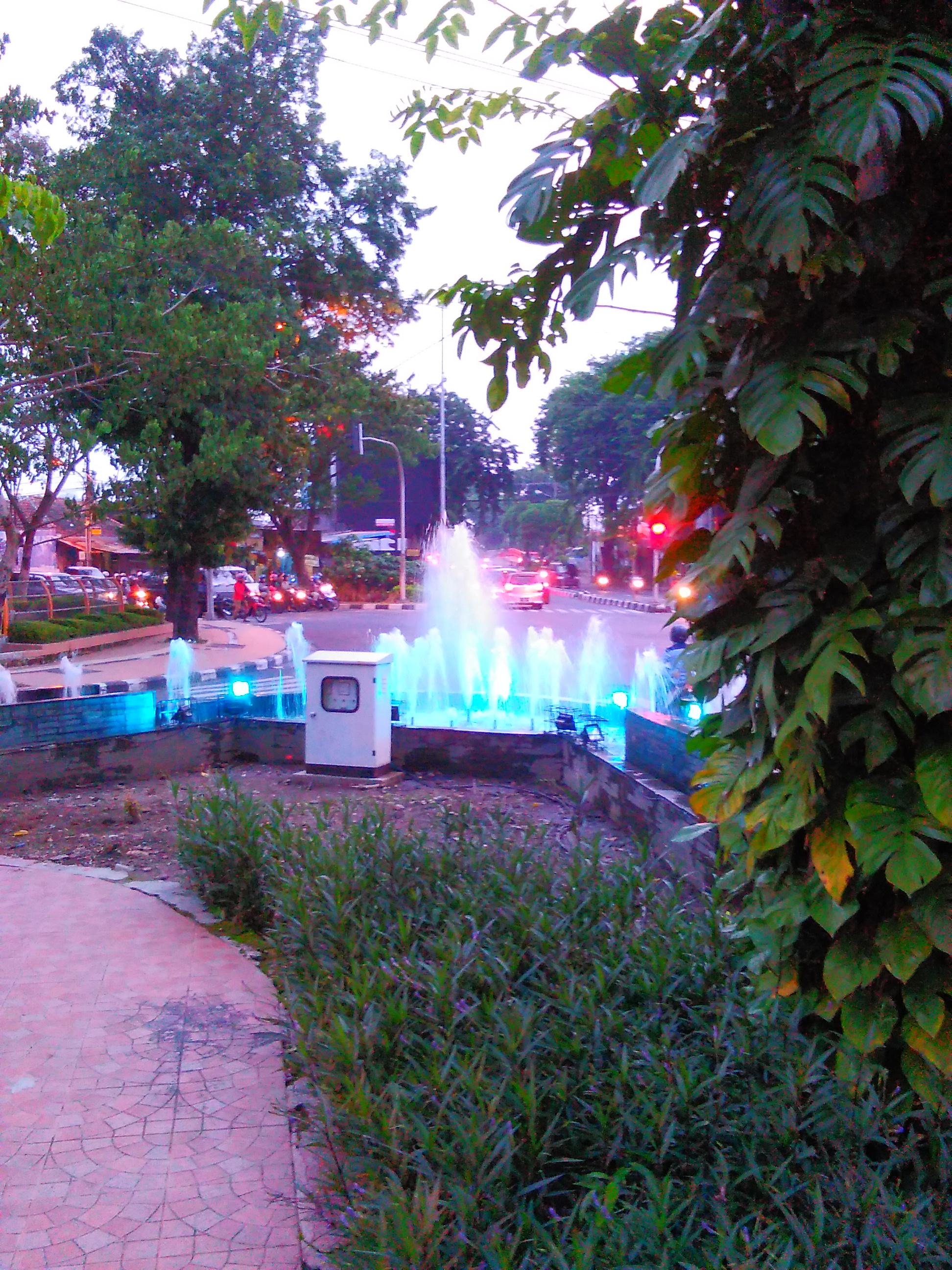 Air Mancur Taman Kota Pesona Surabaya Image Buah Undaan