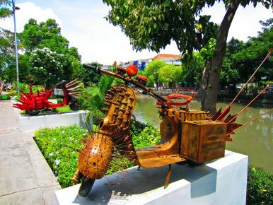Farah Astuti Agustiana Instalasi Seni Keren Tadi Bangku Taman Beton