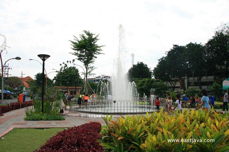 Taman Keren Wajib Kamu Kunjungi Datang Surabaya Buah Undaan Kota