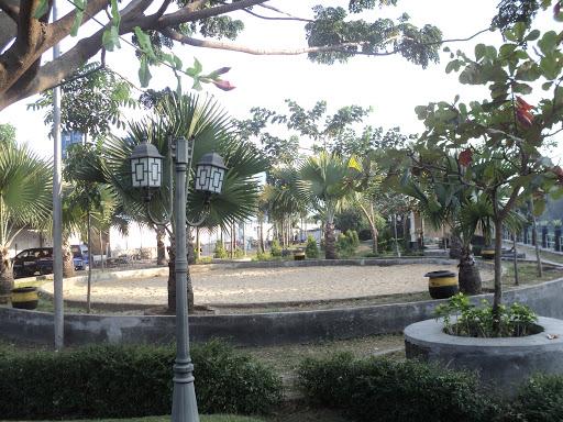 Taman Surabaya Petekan Berdri Bekas Lahan Pasar Buah Fasilitas Utama