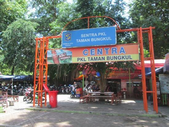 Arena Bermain Anak Main Air Picture Bungkul Park Surabaya Pujasera