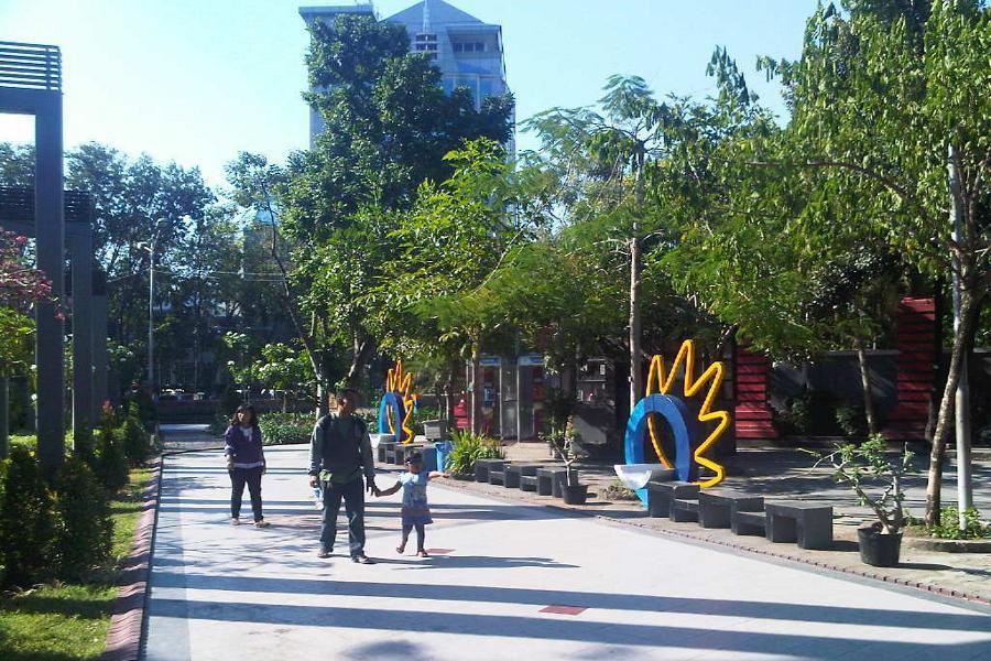Menghabiskan Waktu Akhir Pekan Taman Bungkul Surabaya Panduan Travel Detik