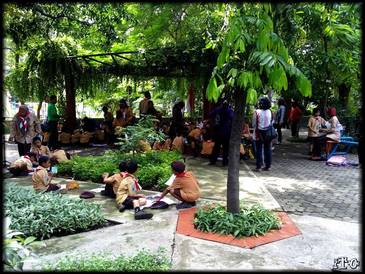 Perencanaan Kota Indonesia Taman Bungkul Surabaya Practices Tempat Belajar Bermain