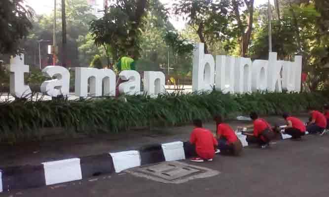 Peringati Hari Jadi Surabaya Ratusan Pkl Ngecat Taman Bungkul Berbagai