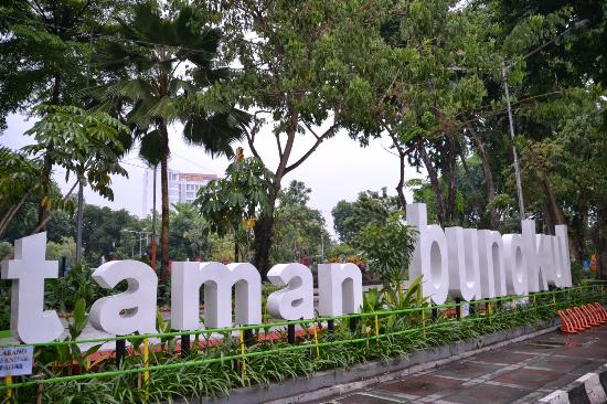 Sign Taman Bungkul Picture Park Surabaya Tripadvisor Kota