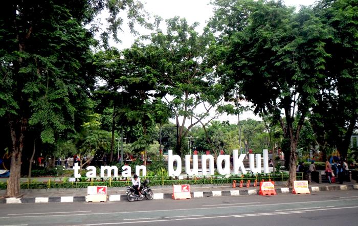 Surabaya Wajah Kota Ramah Lingkungan Indonesia Mongabay Id Taman Bungkul