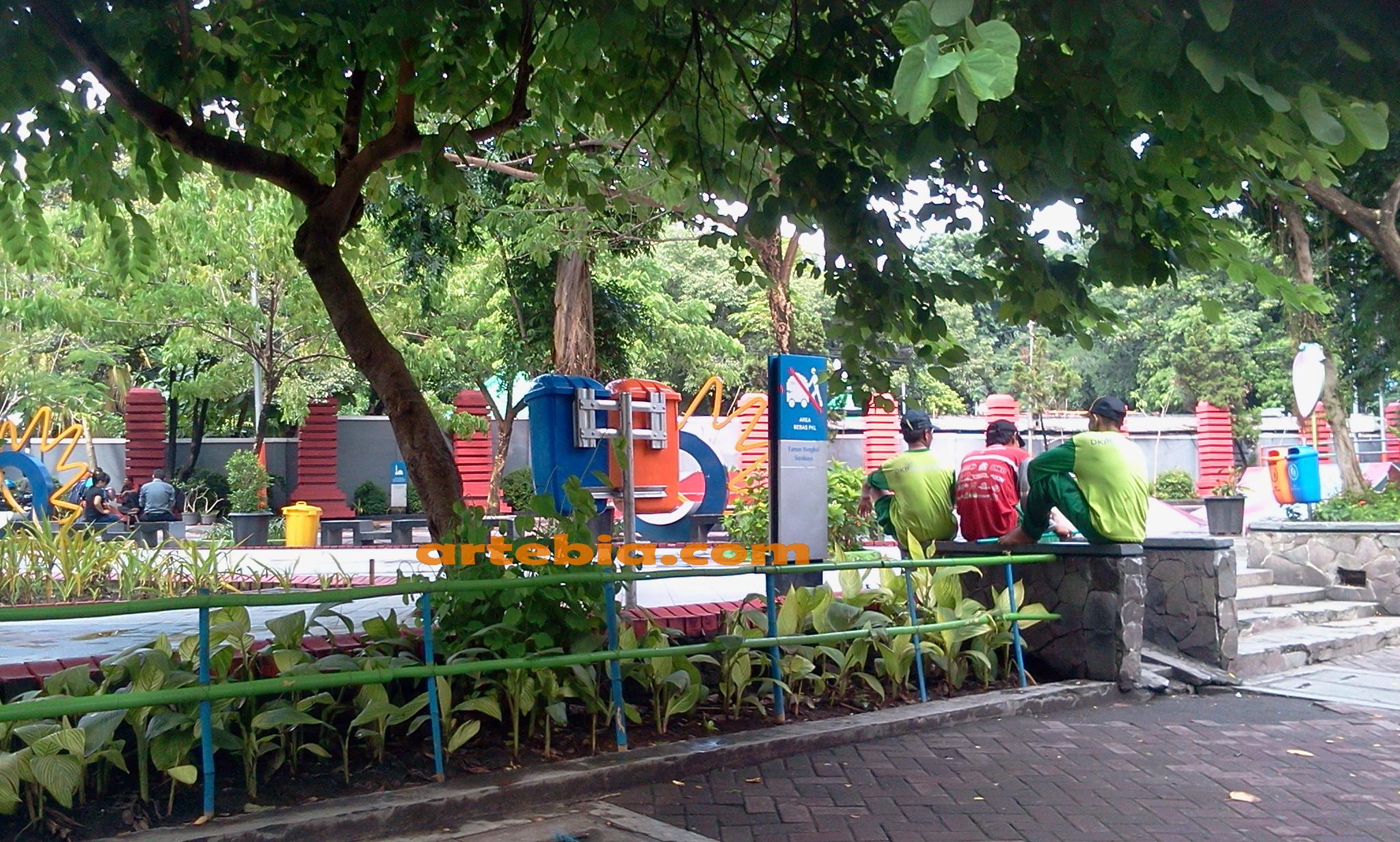 Taman Bungkul Oase Kebanggaan Warga Surabaya Kota