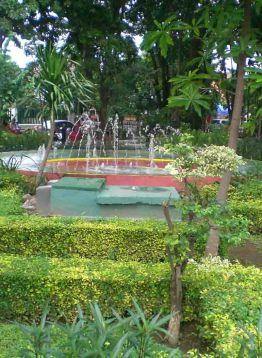 Taman Bungkul Surabaya 1001malam Ramai Dikunjungi Pagi Hingga Malam Hari