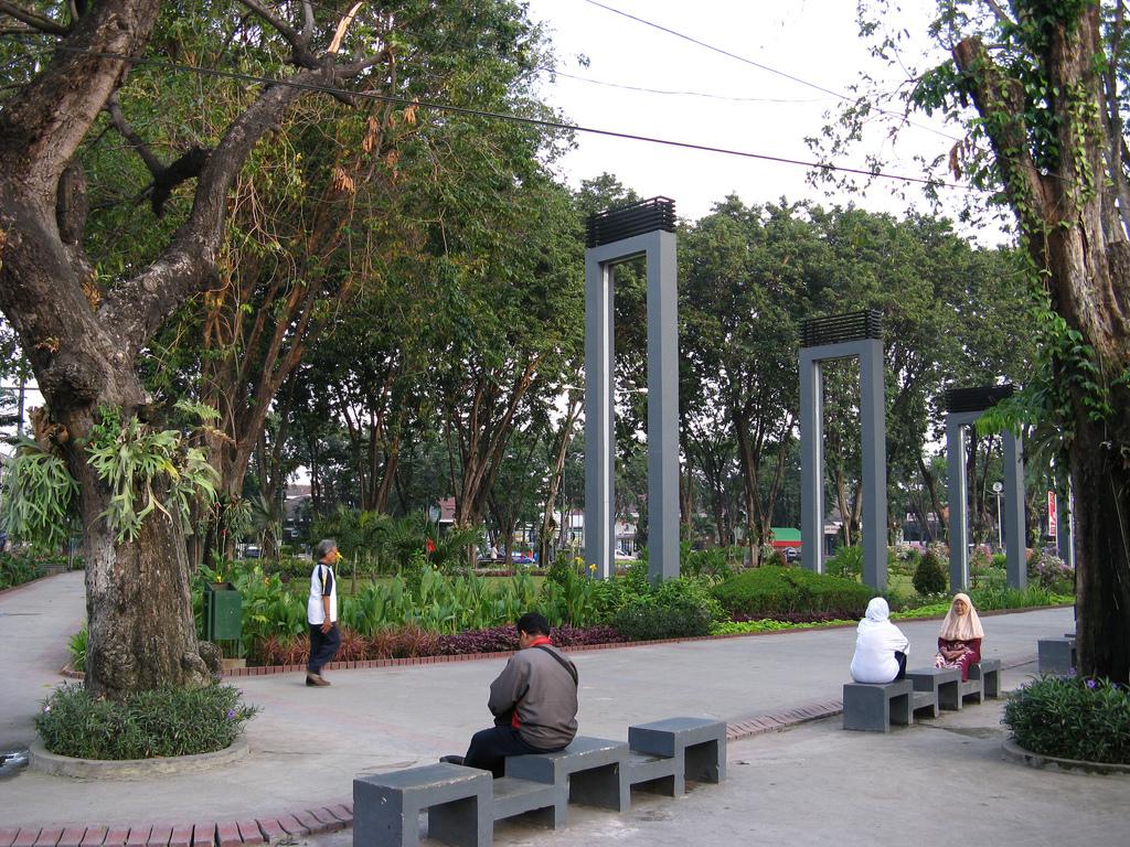 Taman Bungkul Surabaya Attraction Indonesia Justgola Kota