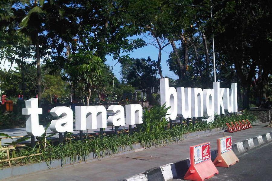 Taman Bungkul Surabaya Gratis Internetan Kota