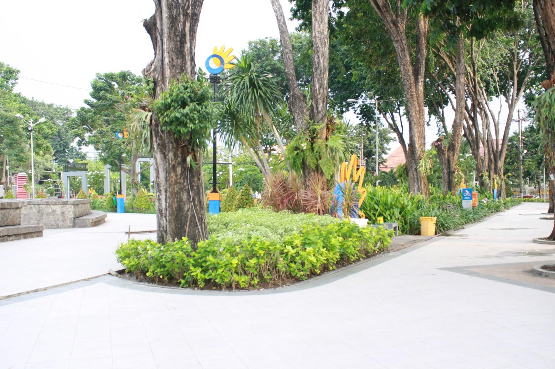 Taman Bungkul Surabaya Rahmah Chemist Kota