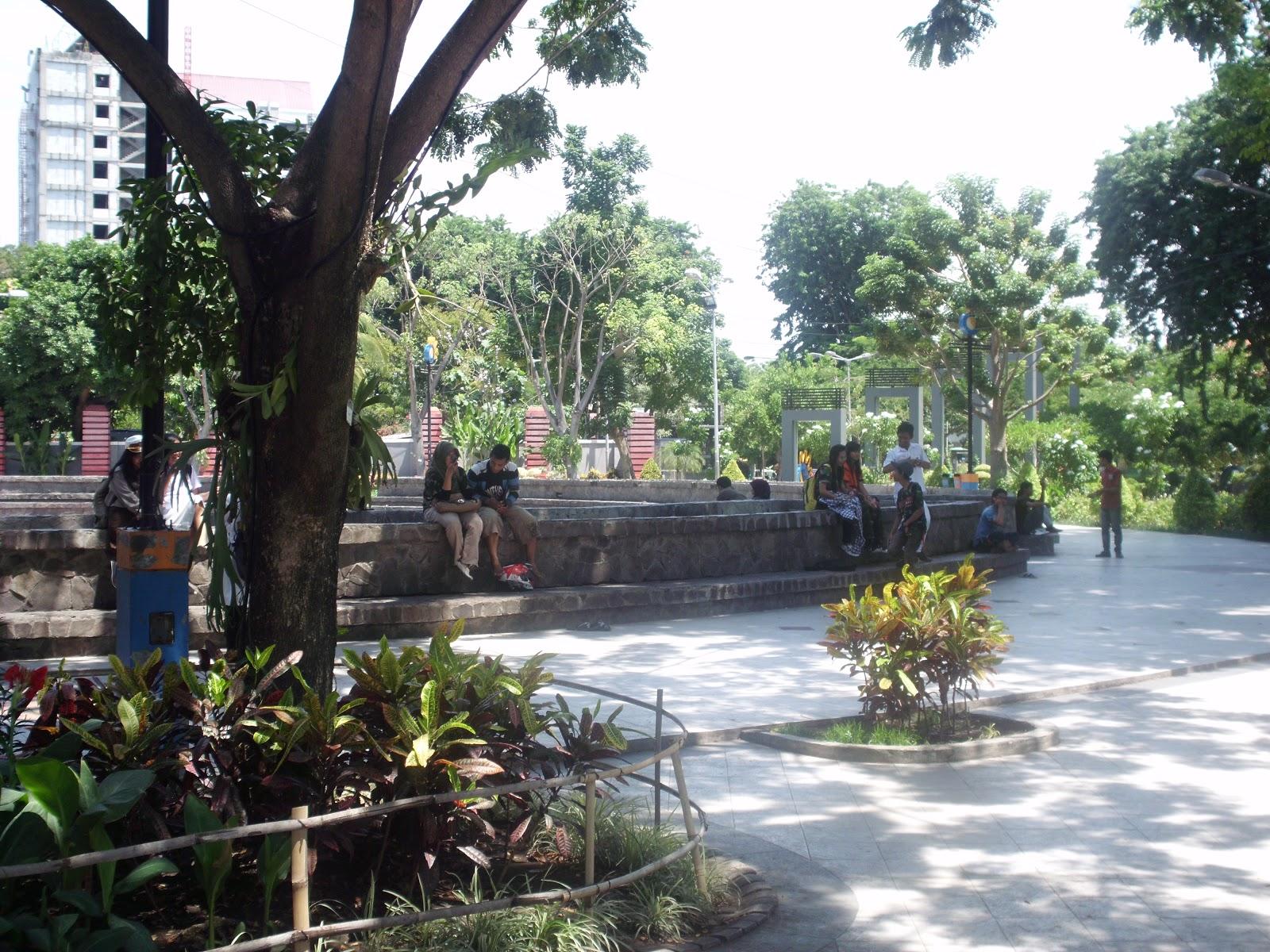 Taman Bungkul Surabaya Sisi Lain Kota