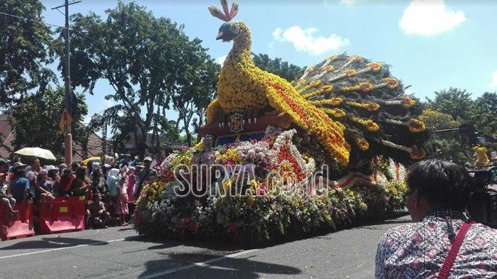 Video Lihat Parade Bunga Wali Kota Tri Rismaharini Lakukan Taman