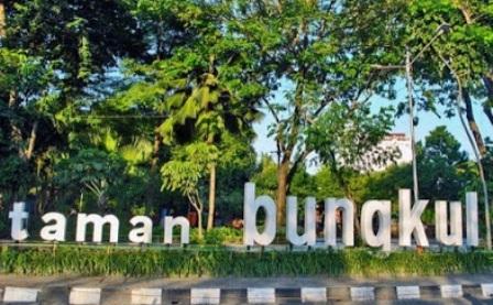 27 Taman Cantik Surabaya Wisata Terindah Bungkul Berada Jalan Darmo