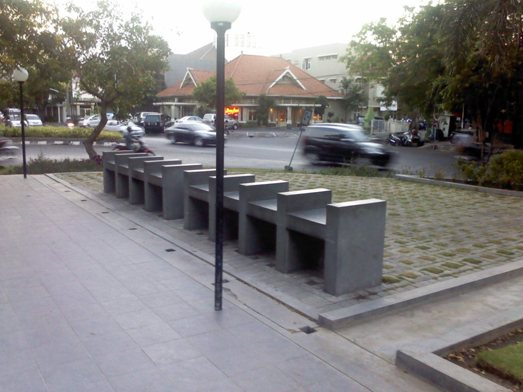 Bangku Taman Pesona Kota Surabaya Persahabatan Dr Soetomo