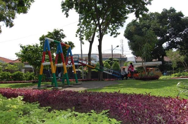 Bersantai Bersama Keluarga Taman Korea Surabaya Kiostravel Bermain Dr Soetomo