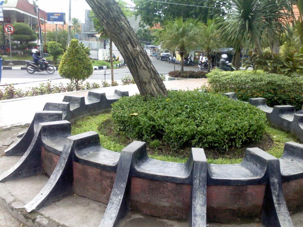 Pelancong Pesona Taman Kota Surabaya Laman 6 Tempat Duduk Sulawesi