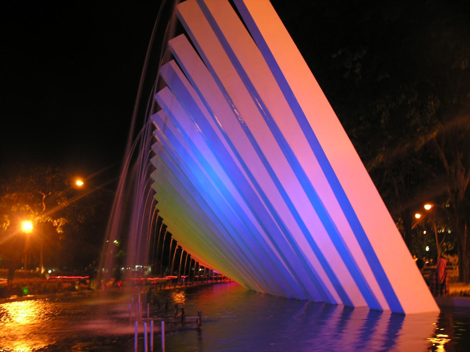 Taman Cantik Adem Tengah Kota Surabaya Pelangi Dr Soetomo Persahabatan