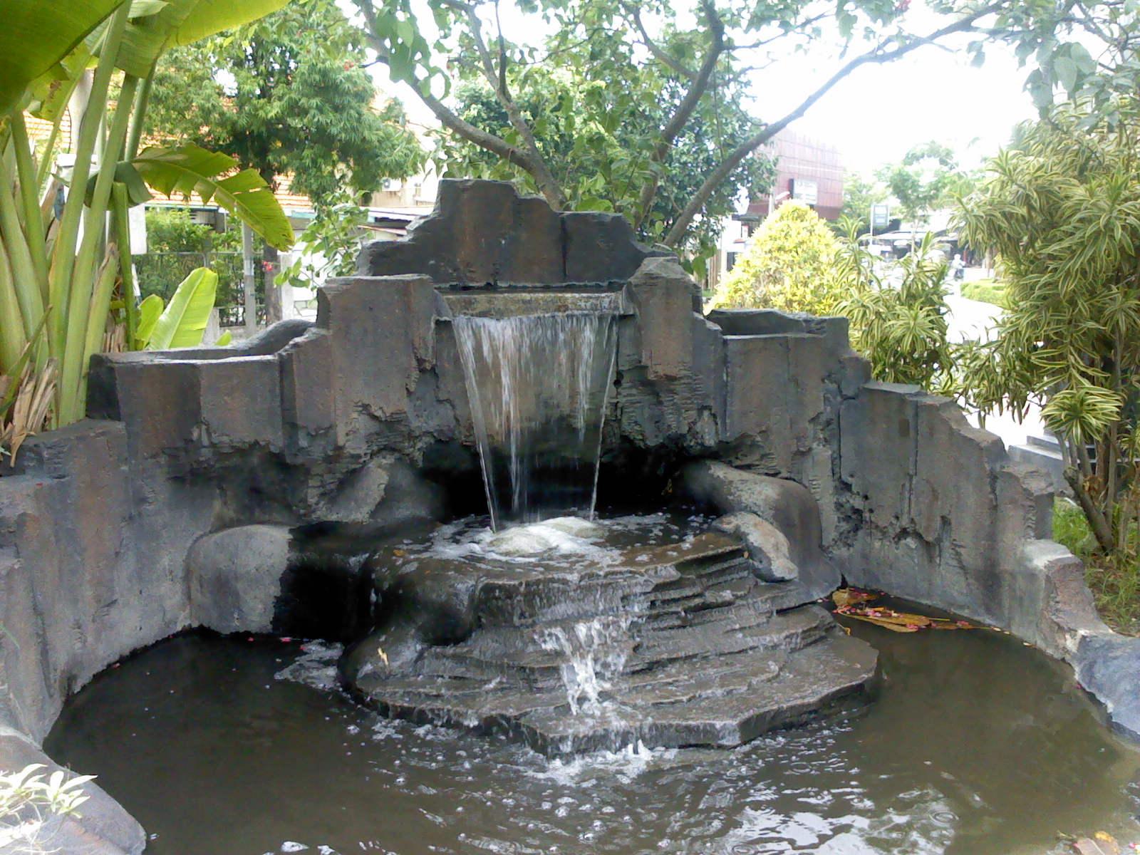 Taman Kota Surabaya Pesona Miniatur Air Terjun Terletak Persahabatan Dr