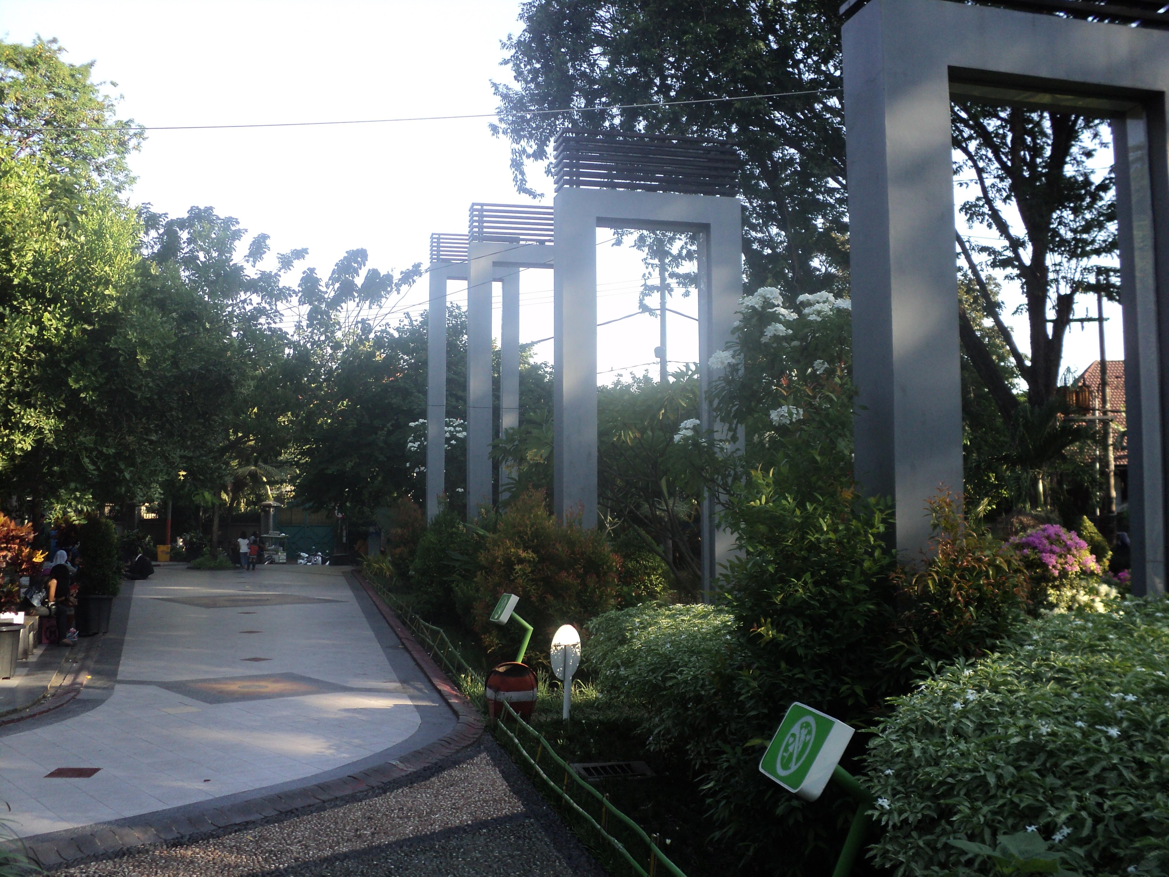 Taman Surabaya Barat Pesona Kota Bungkul Dr Soetomo Persahabatan
