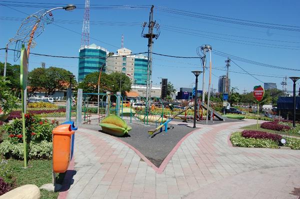 Wisata Surabaya Murah Gratis Taman Dr Soetomo Persahabatan Kota
