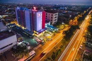 Hotel Dekat Taman Gantung Surabaya Harga Mulai Rp81 074 Red