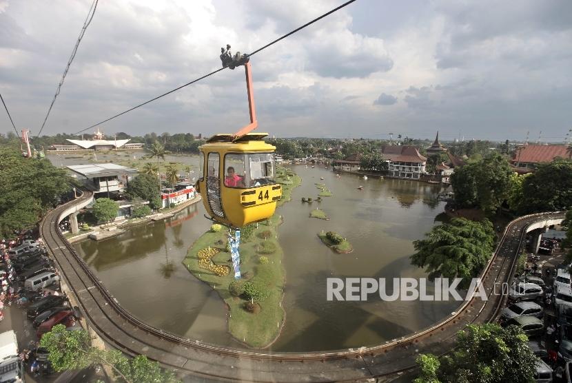 Kota Surabaya Bangun Proyek Kereta Gantung Republika Online Warga Menikmati
