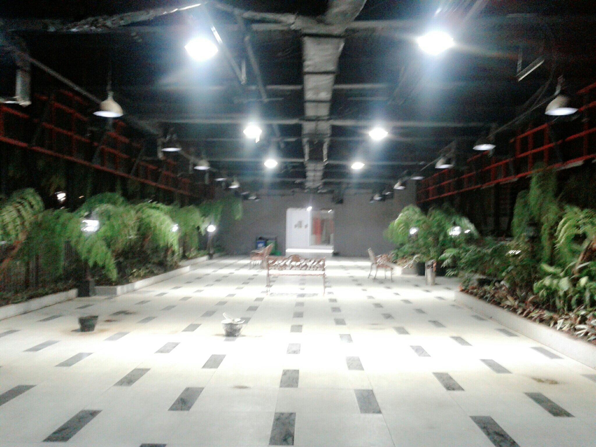 Taman Gantung Menggantung Tengah Kota Surabaya Anisfa Maklum Beliau Dulu