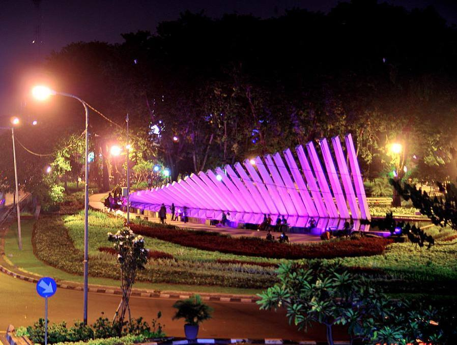 7 Tempat Kencan Budget Surabaya Senang Taman Bawah Jembatan Suramadu