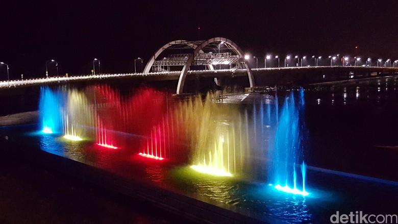 Air Mancur Menari Jembatan Kenjeran Diresmikan Risma Pesona Taman Kota