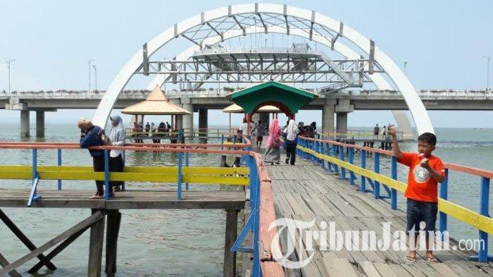 Akhir Pekan Menikmati Wisata Pantai Kenjeran Jembatan Surabaya Taman Kota
